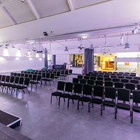 Eventlocation: Eventhalle mit Reihenbestuhlung - Forum Factory Berlin