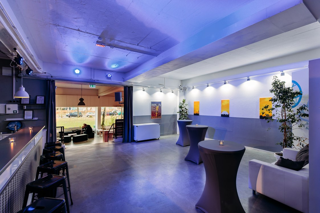 Eventlocation: Lounge mit Bar - Forum Factory Berlin